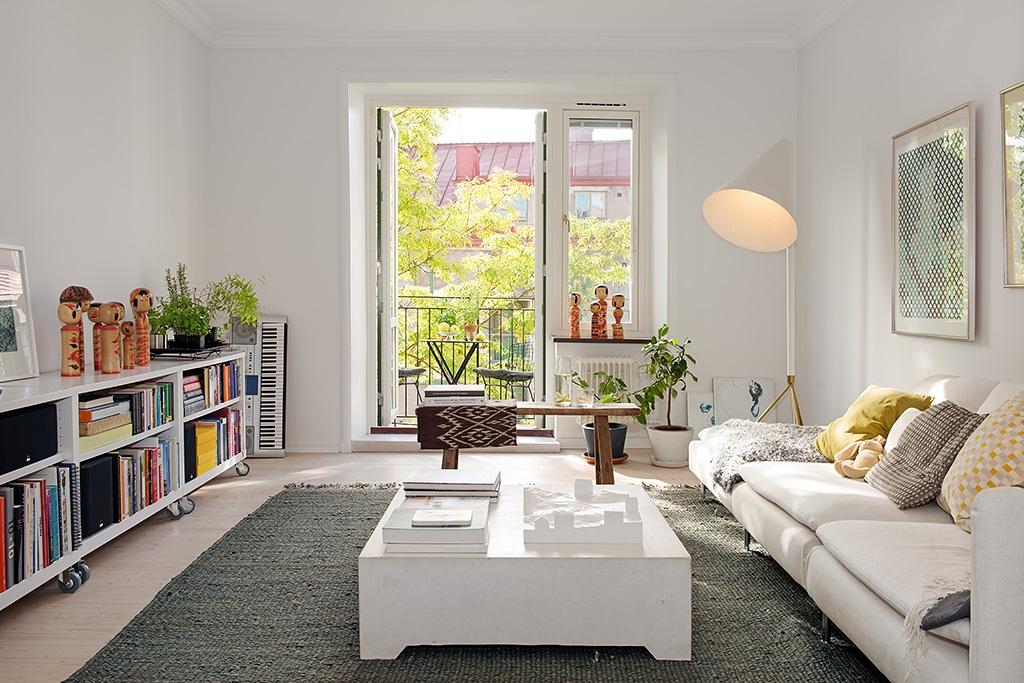 näköisiä kulmia Valkoiselle sohvalle ja lapsiperheeseen sopiva matto