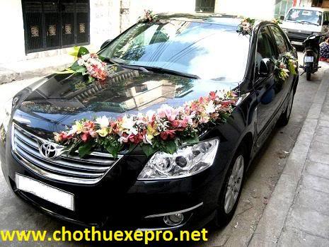 Cho thuê xe cưới Toyota Camry 2.4G chuyên nghiệp tại Hà Nội.