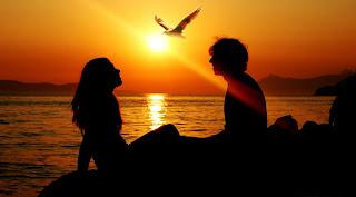 Kumpulan Puisi Cinta Romantis Untuk Orang Tersayang