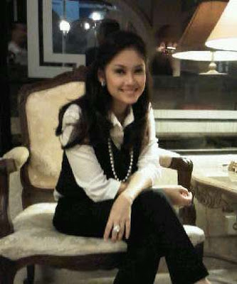 Foto Nira Stania, Presenter Cantik yang Meninggal Dunia