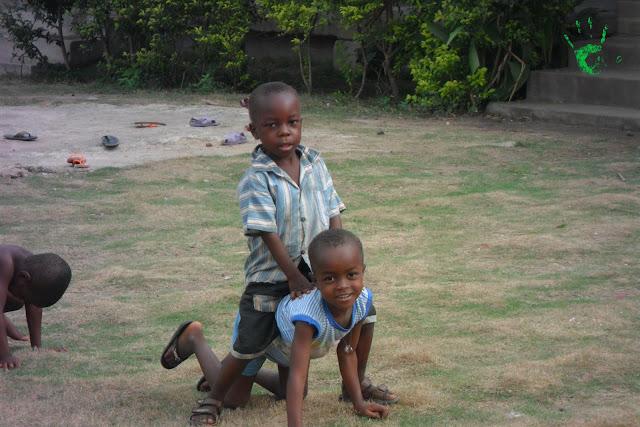 Foto dei bambini nella scuola della missione africana