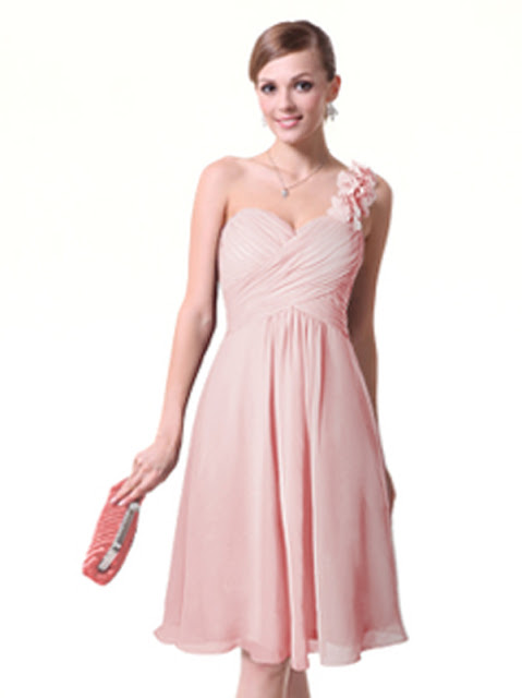 How many times do we spend hours in front of our closet, trying to find the right piece to wear for a special night? We have a lot to choose from... long dress, cocktail dress, simple dress, a black or a colorful one?! Read this and find a new website to choose the right evening dress for your special night!