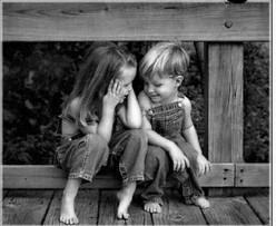 La amistad es un hilo sutil e indestructible que acompaña la vida y todos sus cambios.