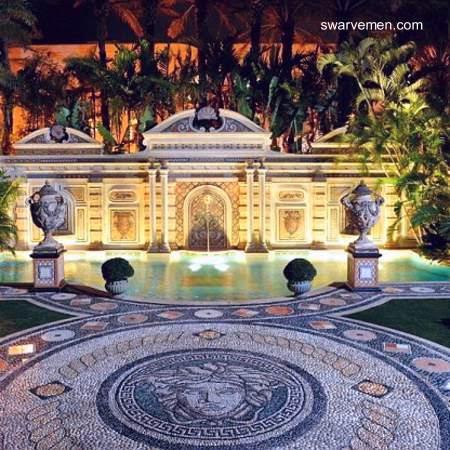 Piscina exterior en la mansión Versace de Miami