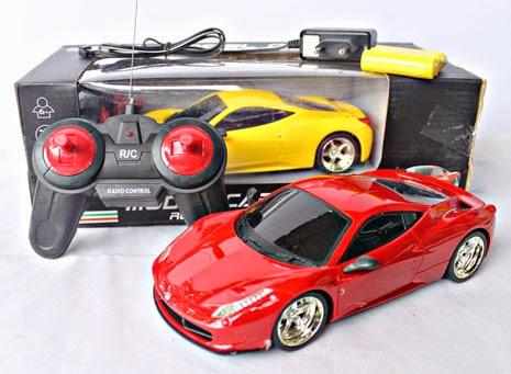Kado ulang tahun berupa mainan remote control keren Lamborghini.