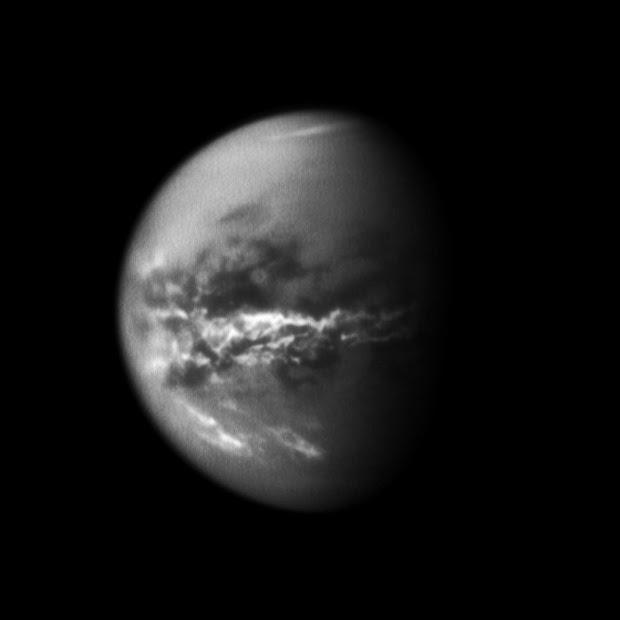Cassini spacecraft sees seasonal rains transform Titan's surface