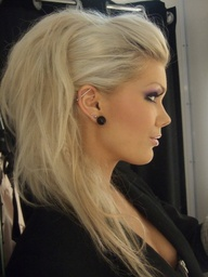 Cool makeup and hair style