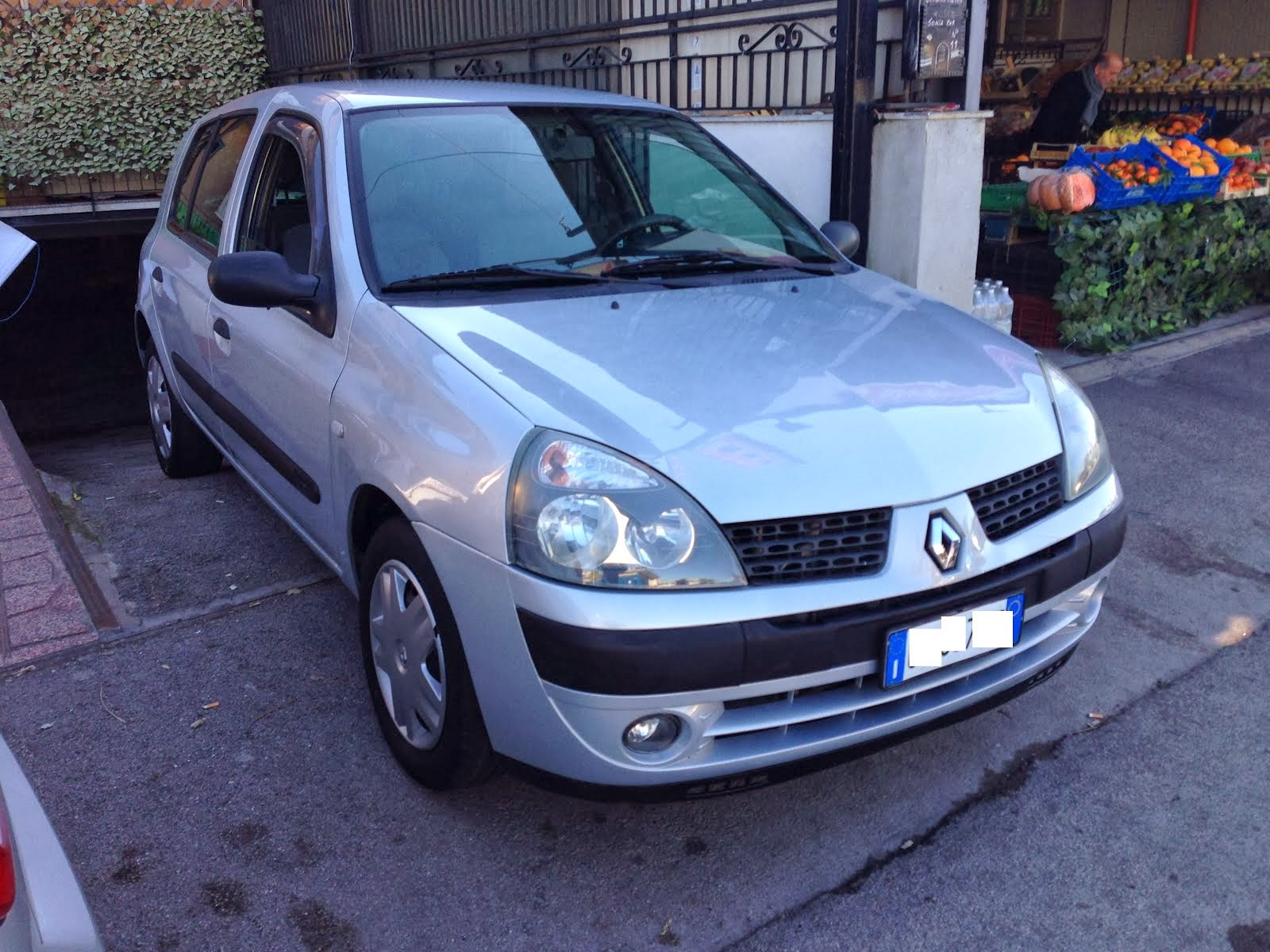 Renault Clio 1.2 full optional 100.000 km Anno 2004 3.000,00 euro