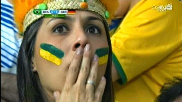 فتاة مصدومة من هزيمة البرازيل امام المانيا بسباعية