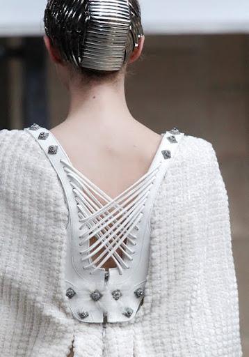 булчинска рокля от плат и кожа - гръб