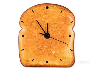 funny_clock_toast.jpg