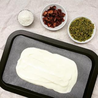 plaque yaourt fraises pistaches coco