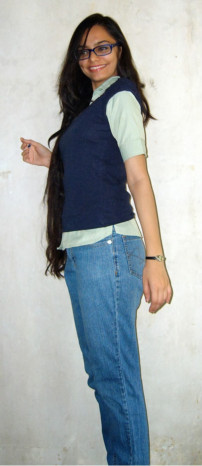 mumbai streetstyle, layering, short sleeved jumper, green shirt, blue boyfriend jeans