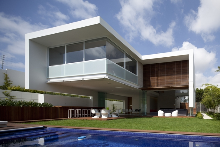 Swimming pool in FF House by Hernandez Silva Arquitectos