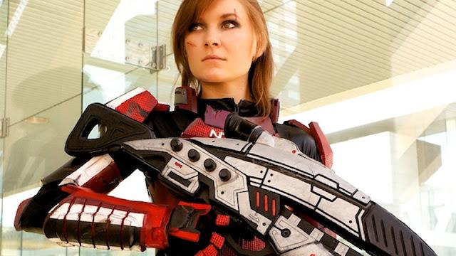 redhead femshep cosplay