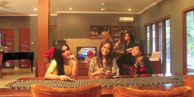Video Harlem Shake Artis Indonesia (Duo Maia dan Syahrini)