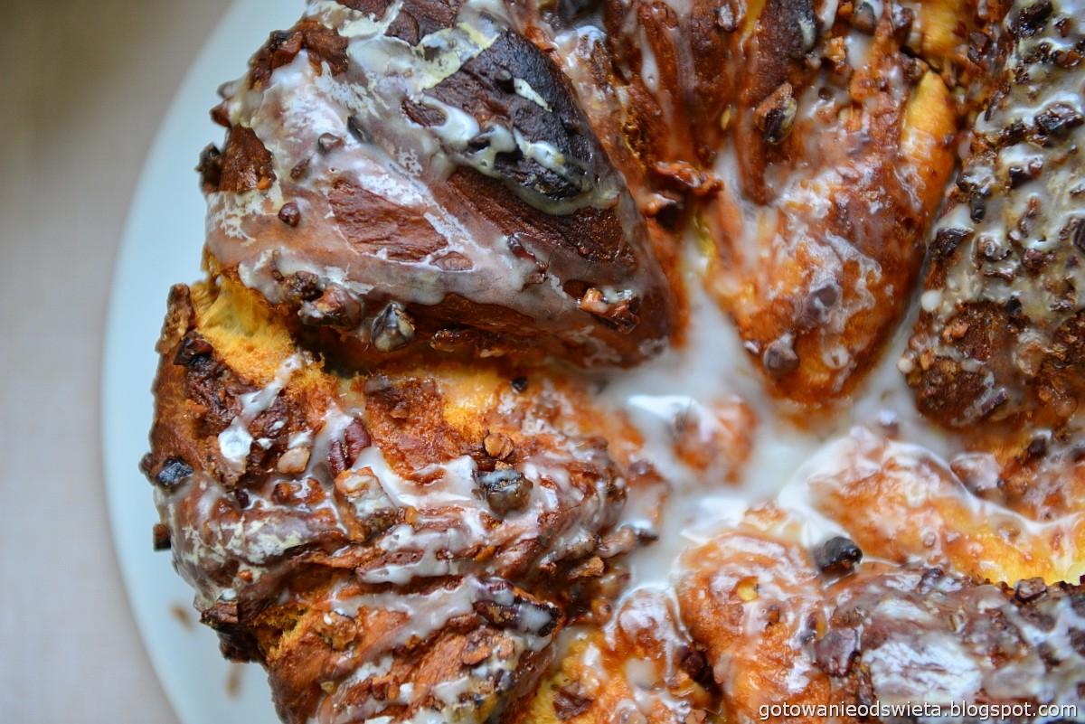 Ciasto drożdżowe z orzechami i syropem klonowym