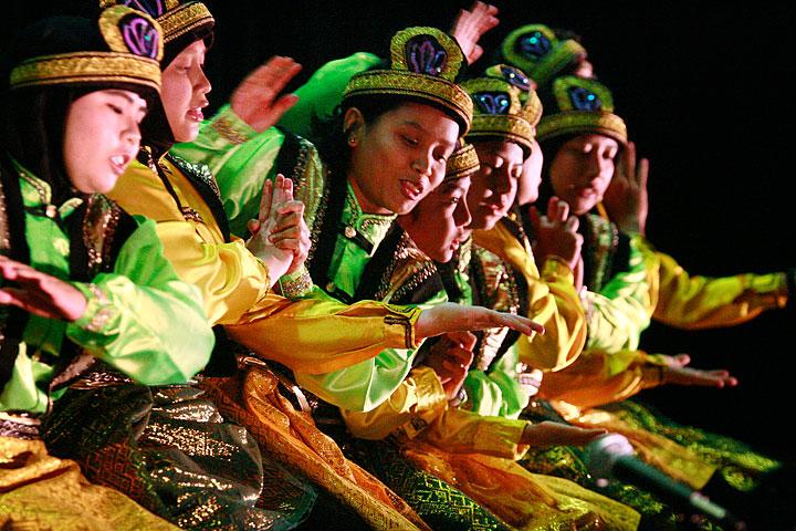 minangkabau tari piring tari payung tari indang tari randai tari lilin