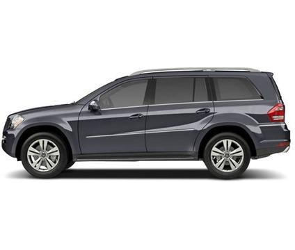 Suvs and trucks new mercedes benz gl class is new luxury for Mercedes benz luxury suv