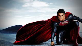 Superman dans son nouveau costume.