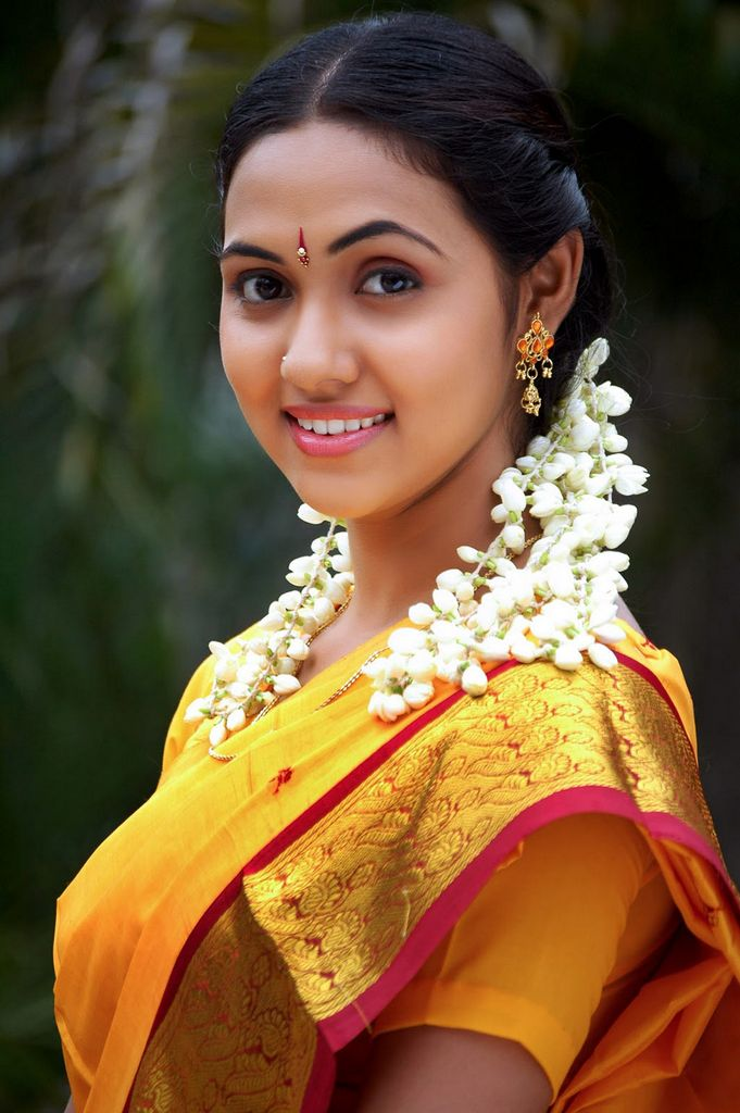 TAMIL BEAUTY natural makeup in NATURAL Thamali :  STUNNING  tamil Tamil GALLERY  Pixs Heroine