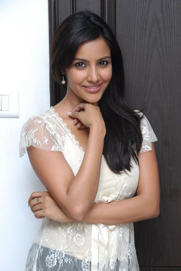 Bollywood Celebrities: Priya Anand HOt/Latest Wallpapers