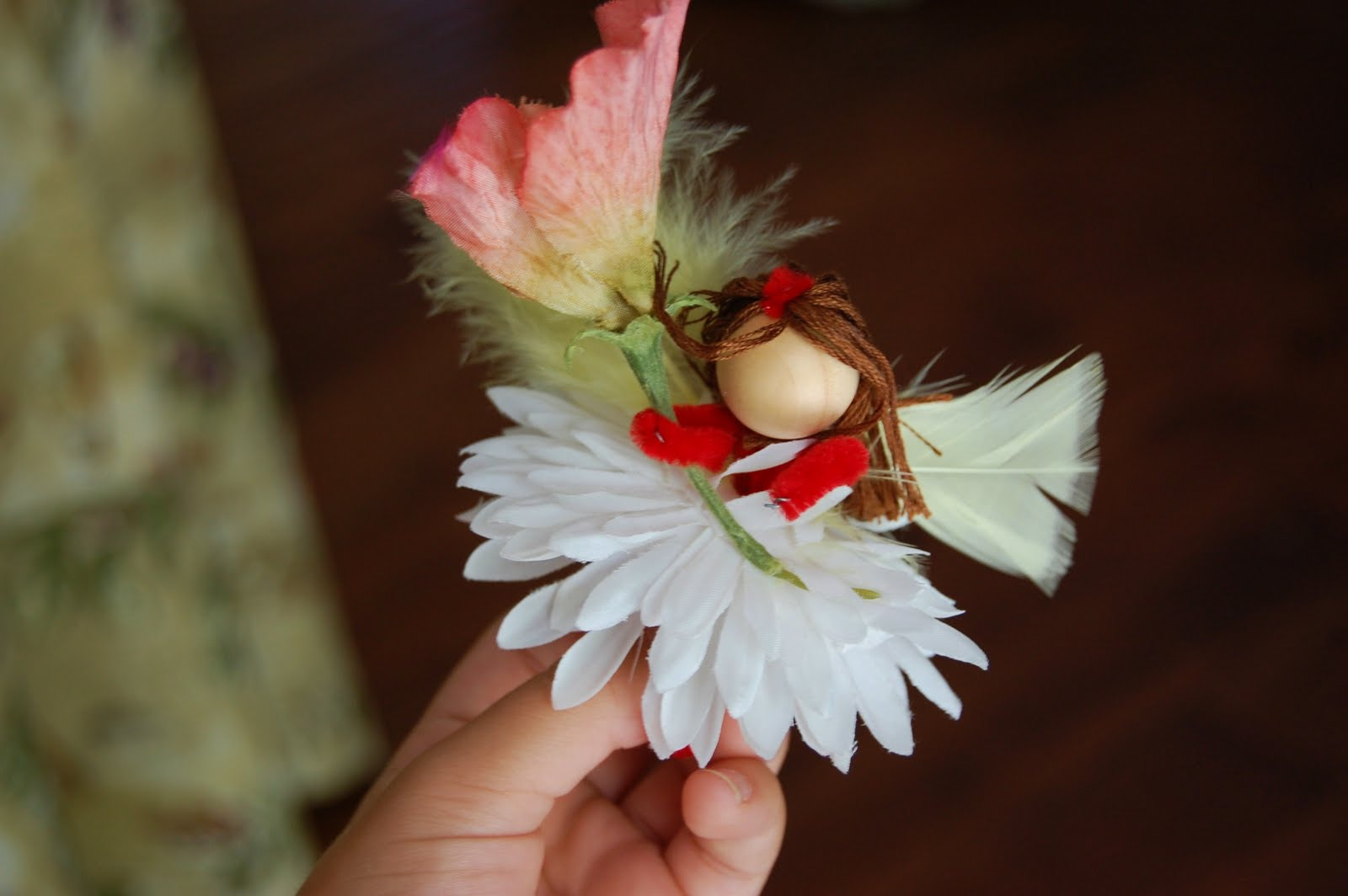 Fairy Crafts Silk Flowers http://recycledawblog.blogspot.com/2012/07/how-to-make-flower-fairies.html
