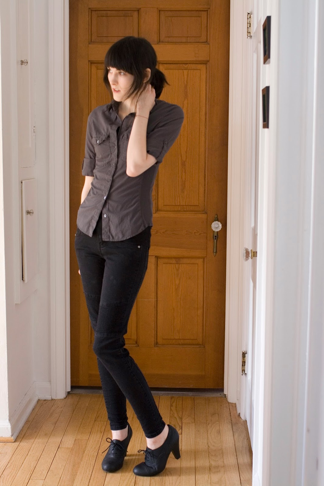 Bombasine : OOTD: Feb 23. James Perse shirt, black skinnies, Guess spectator heels