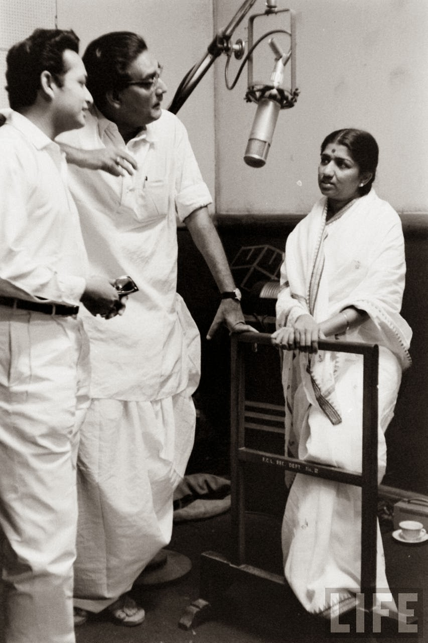 Lata Mangeshkar with Hemanta Mukherjee and Biswajit Chatterjee