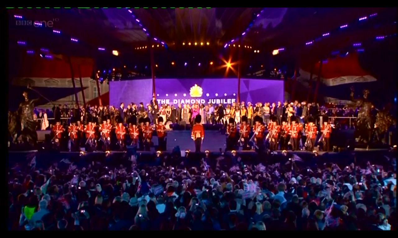 http://1.bp.blogspot.com/-tJzwSdCVBGY/T9Zcj7beC6I/AAAAAAAADDk/ythRM6ZCO4s/s1600/McCartney+Jubilee+Concert+14.jpg