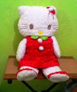 Gambar boneka hello kitty bulu jumbo dress merah