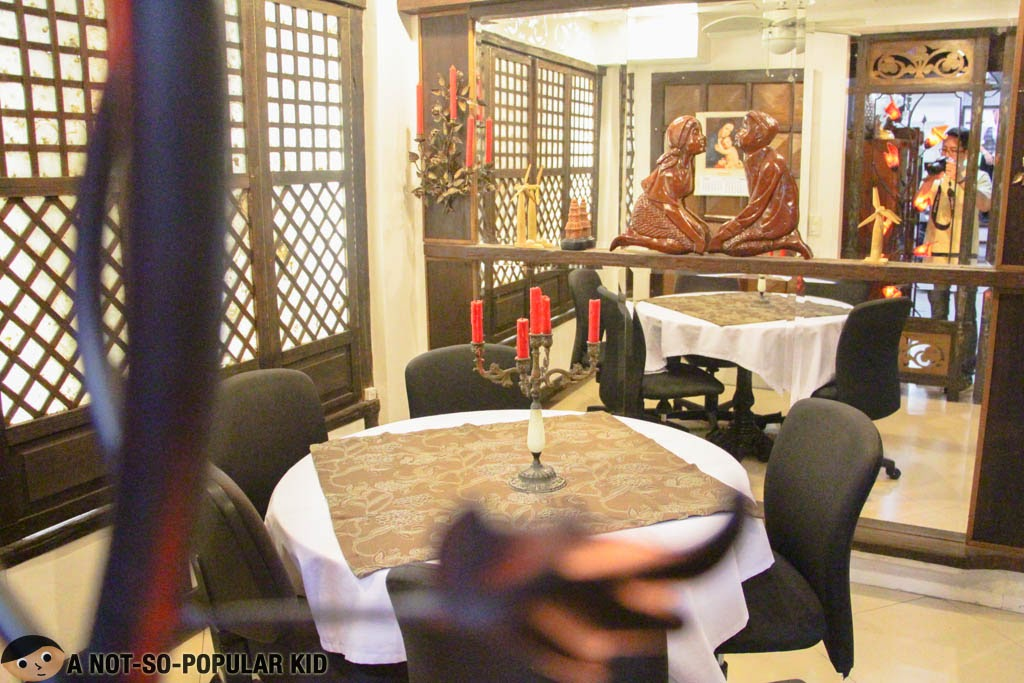 Romantic, quaint and old-fashioned restaurant in Laoag - Saramsam