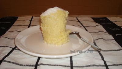 Gâteau à la noix de coco dans la tasse