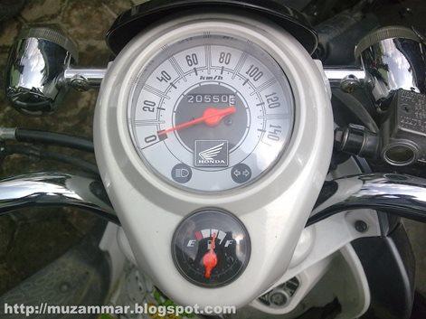 Komparasi speedometer Honda Scoopy karbu dan Scoopy FI,lebih terkesan simpel dan futuristik