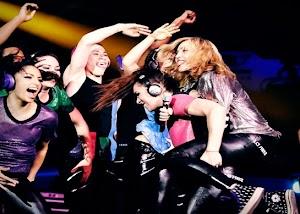Madonna revela data de lançamento e capa da MDNA Tour