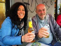 L'artista Elisabetta Franceschini ed il giornalista Tony Capuozzo al Caffè51 Milano