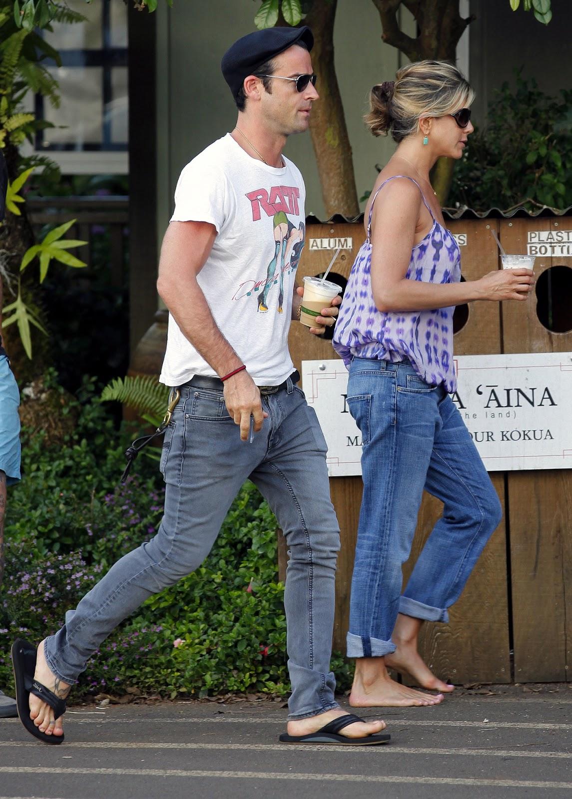 http://1.bp.blogspot.com/-tLMuoGs8uYk/Twym2oSV04I/AAAAAAAAAfk/z5BYaGako4s/s1600/Jennifer-Aniston-Feet-472576.jpg