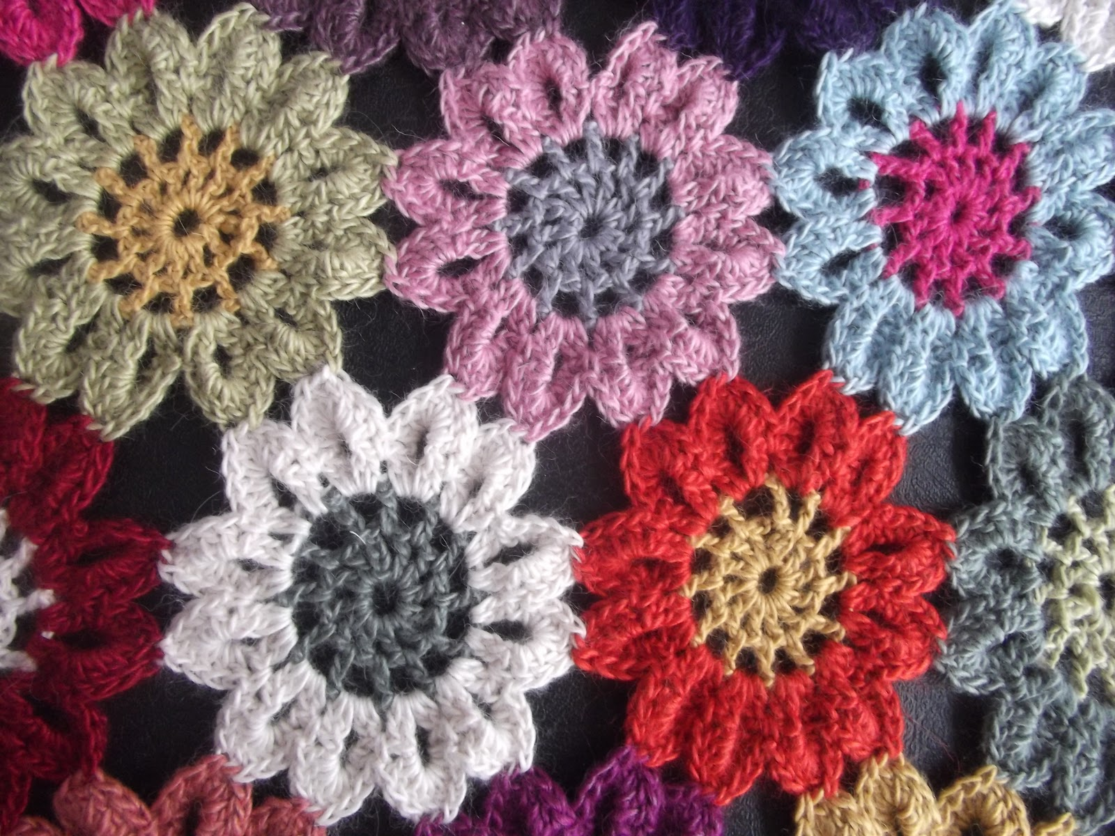 Free Crochet Pattern Japanese Flower : crafty-cats-corner: Japanese flower crochet finished.