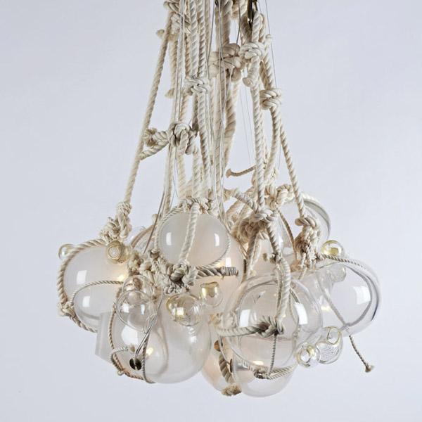 conjunto de lamparas colgadas con cuerdas y nudos