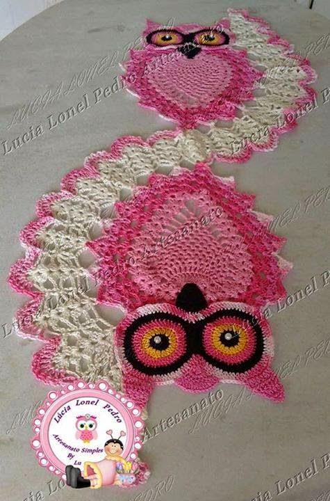 tapete de croche de coruja cor de rosa