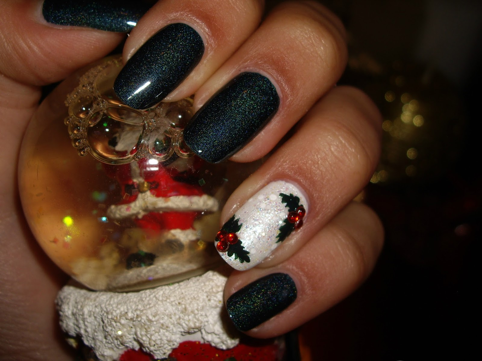 Christmas Mistletoe Nail Art Manicurelife