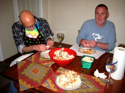 Lowell & Frank crackin' crabs
