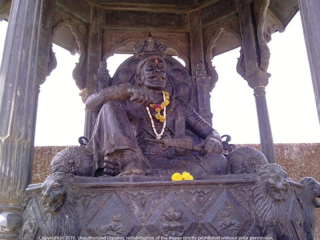 Shivaji Maharaj Statue Raigad Fort