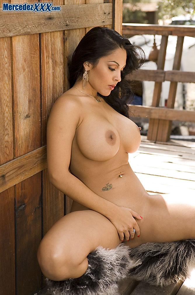 nina mercedez nude pussy spreading