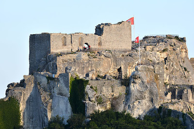 """140611-Les-Baux-de-Provence-03"" by BlueBreezeWiki - Own work. Licensed under CC BY-SA 3.0 via Wikimedia Commons - http://commons.wikimedia.org/wiki/File:140611-Les-Baux-de-Provence-03.jpg#/media/File:140611-Les-Baux-de-Provence-03.jpg"