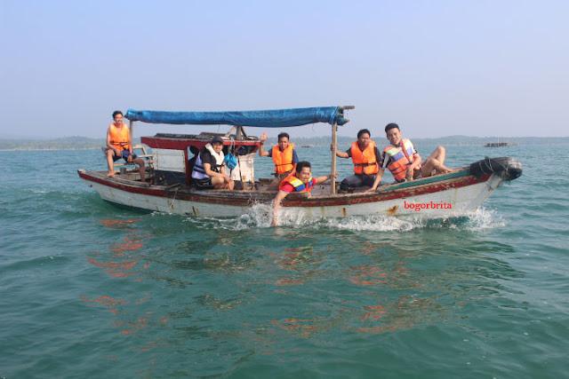Naek Motor Ke Objek  Wisata Tanjung Lesung