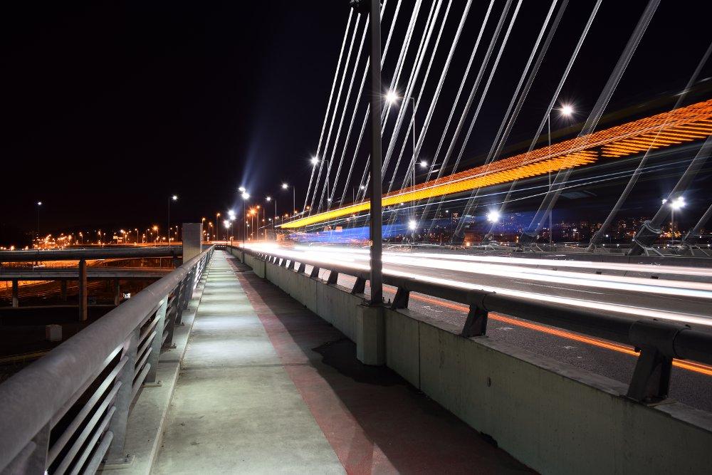 Most na Adi - svetlosni trag autobusa i drugih vozila