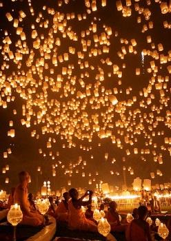 floating lanterns 2 أجمل مهرجانات العالم ''مهرجان المصابيح في تايلند '' سيذكرك بفيلم ديزني الشهير Tangled