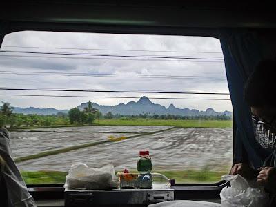 Tren a través de Tailandia
