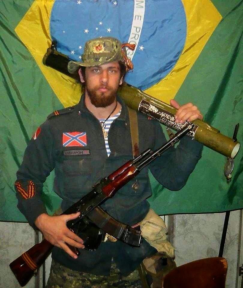 No leste ucraniano com armas russas em milícia separatista.
